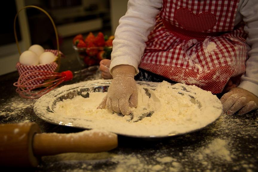 ბავშვი სამზარეულოში