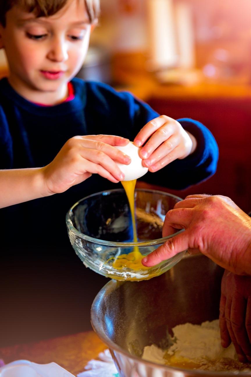 ბავშვი სამზარეულოში2